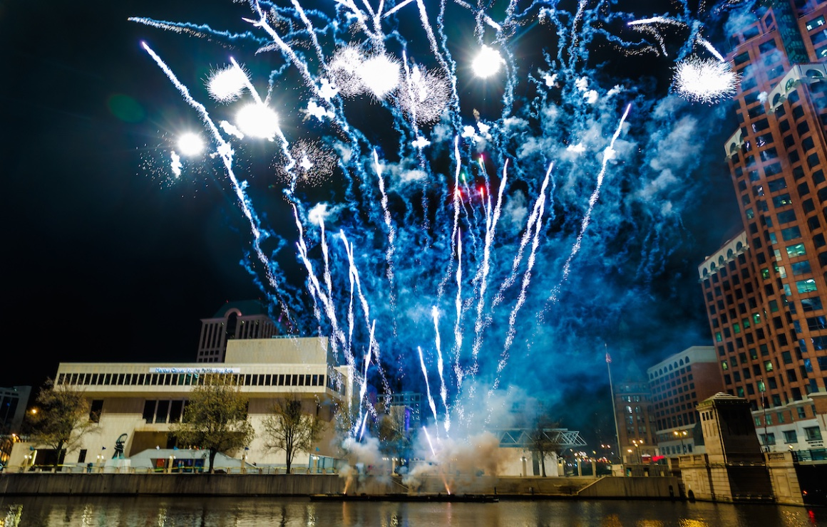 Fireworks Finale Kickoff Holiday Lights Festival Milwaukee Downtown