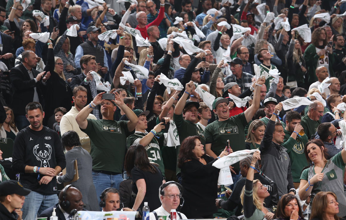 Milwaukee Bucks Fans