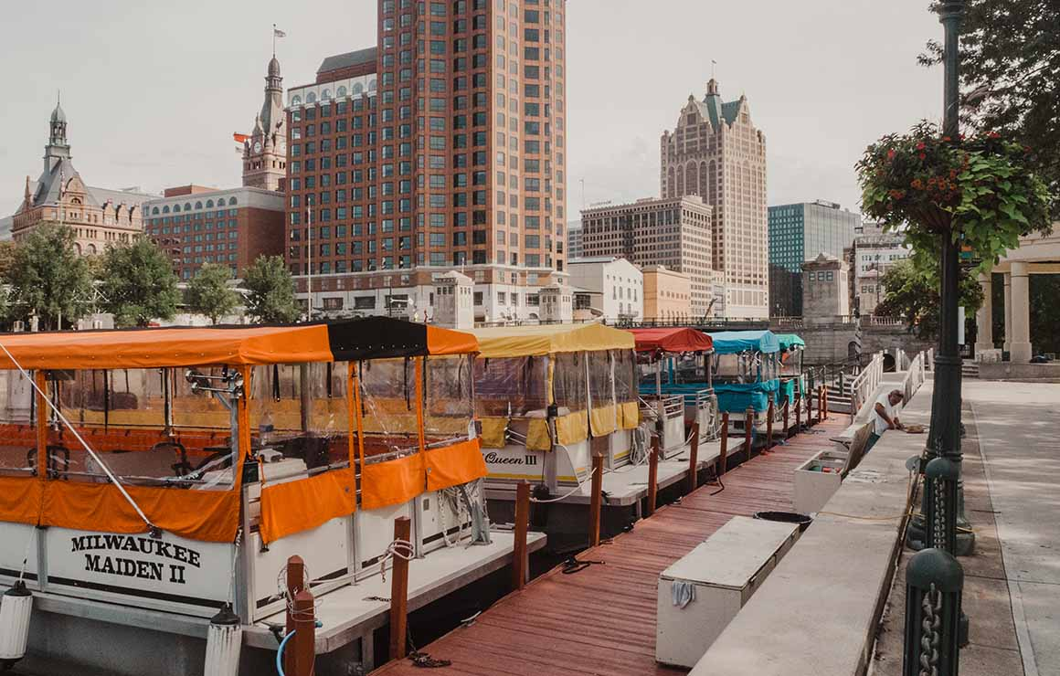 Riverwalk Boat Tours Milwaukee Downtown